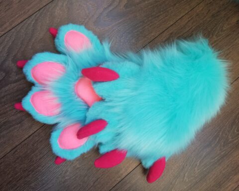 fursuit Aqua Dog paws